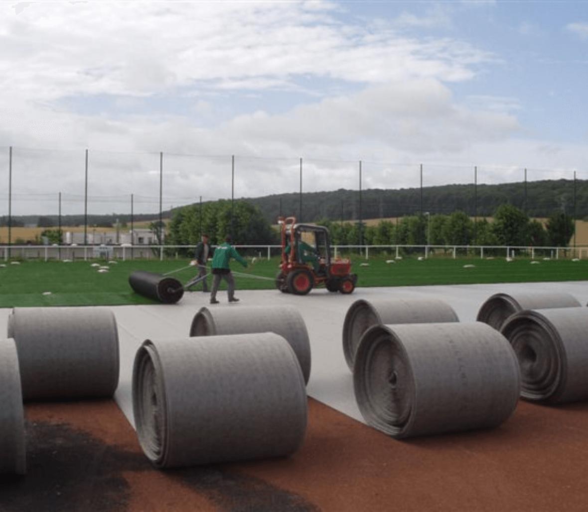 Installation of EnkaFlex_shockpad & drainage system for sportsfields_copyrights Low & Bonar_Enka Solutions