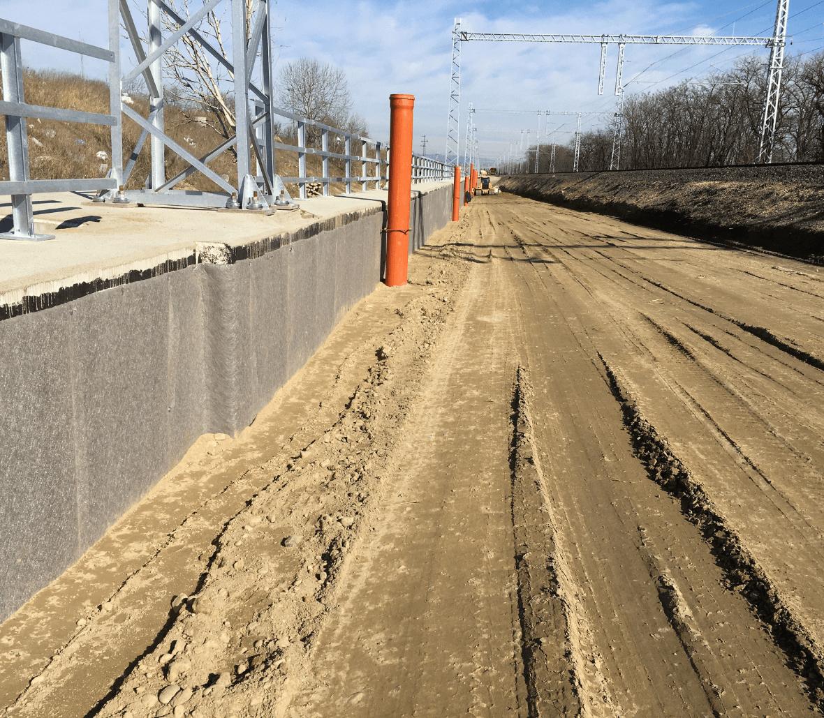 EnkaDrain Structure drainage system installation near train track in France Copyrights Low & Bonar_Enka Solutions