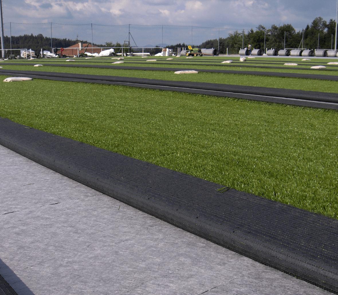 EnkaFlex_shockpad & drainage system for sportsfields_copyrights Low & Bonar_Enka Solutions (4)